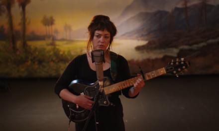 Angel Olsen comparte «Waving, Smiling», nuevo sencillo