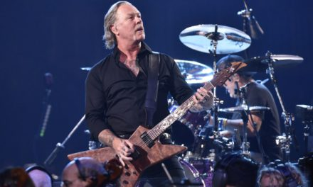 Mira «Moth Into Flame», parte del S&M2 de Metallica