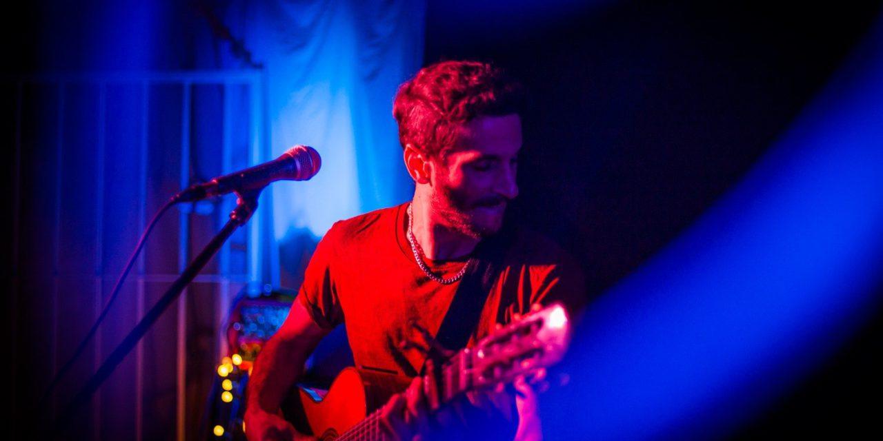 Coiffeur anuncia show en línea, «Más Allá Del Horizonte»