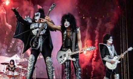 KISS bate récords en show de año nuevo en Dubái