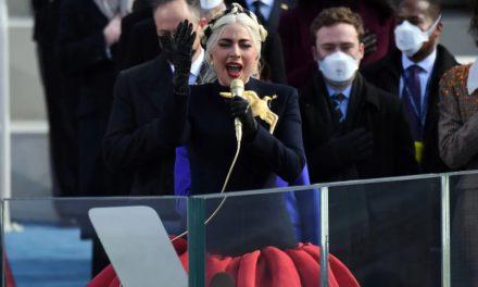 Mira a Lady Gaga cantando el himno de Estados Unidos